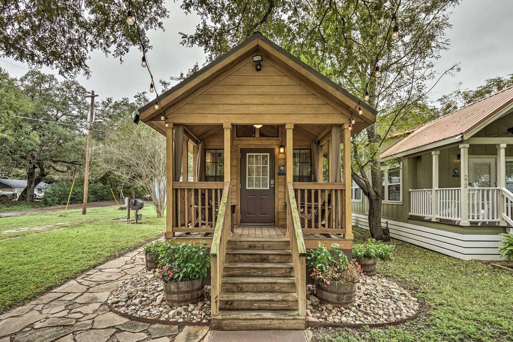 The Cabin · Cozy Cabin - by Austin & San Marcos River!