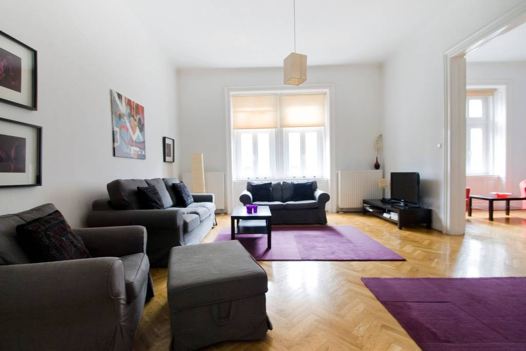 Cozy · Cozy apt w/ 3 separate bedrooms in Budapest center