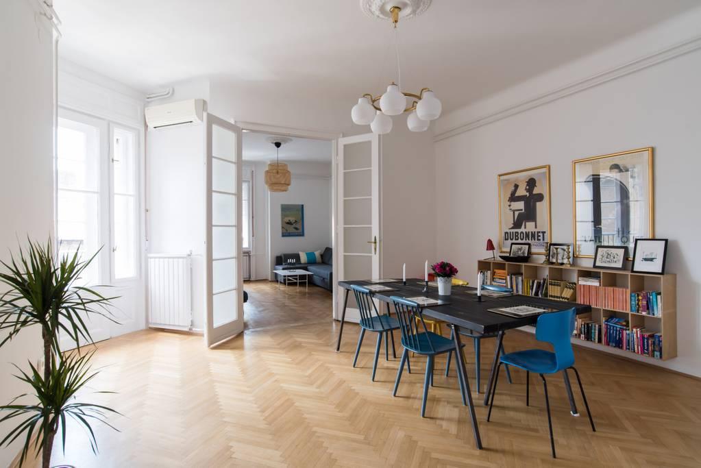 Klauzal apartment w/ 3 BDR and french balcony