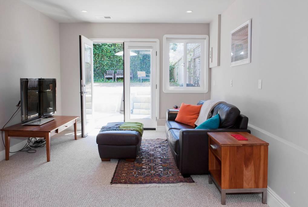 326 Ewing Ter - Guest Suite
