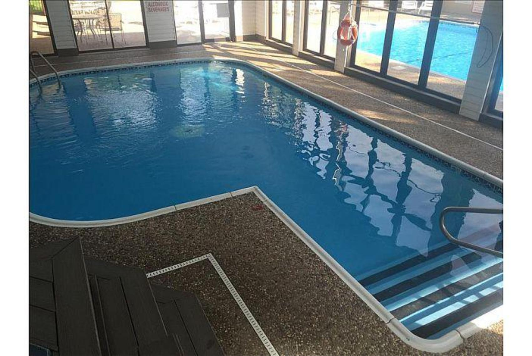 Updated 2 Bedroom , Penthouse Condo, Central Location, 2 Pools , Hot Tub, WIFI:( Foothills A-20 )