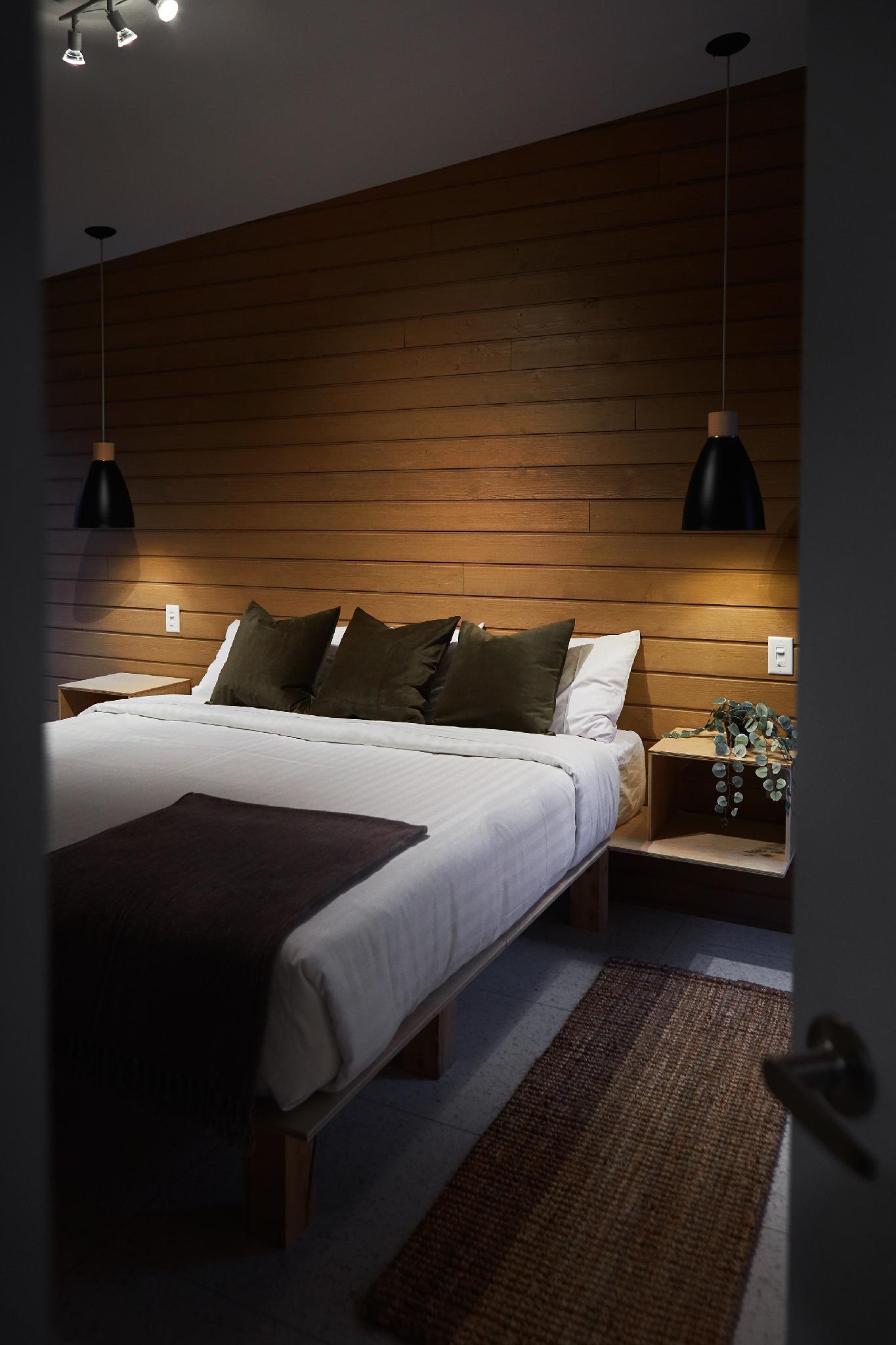 Chambre fermée avec lit king