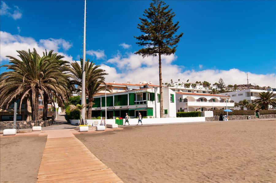 Modern Apartment at the Beach Front Playa Las Burras 1