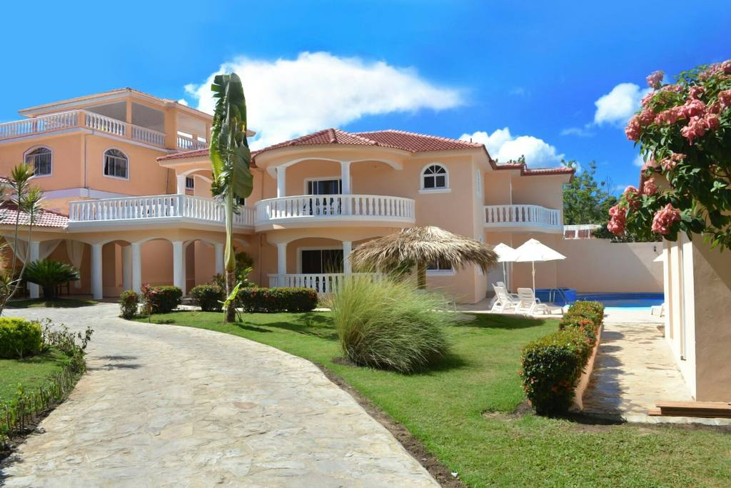 Private 6 bedroom villa great for parties