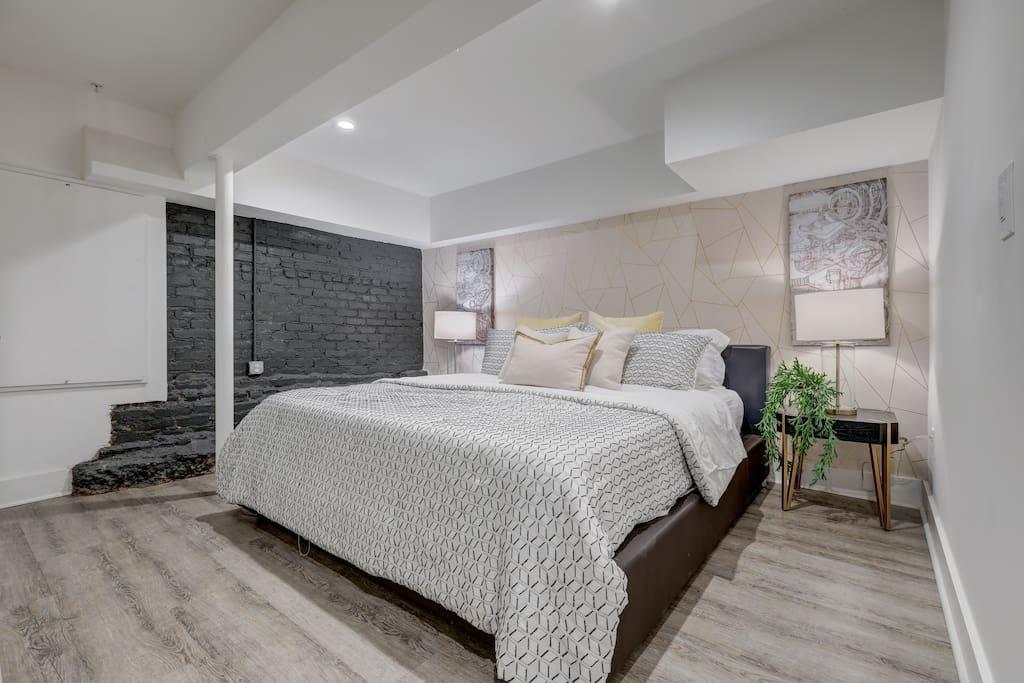 80 · Studio9Forty Exposed Brick w King bed, sleeps 3