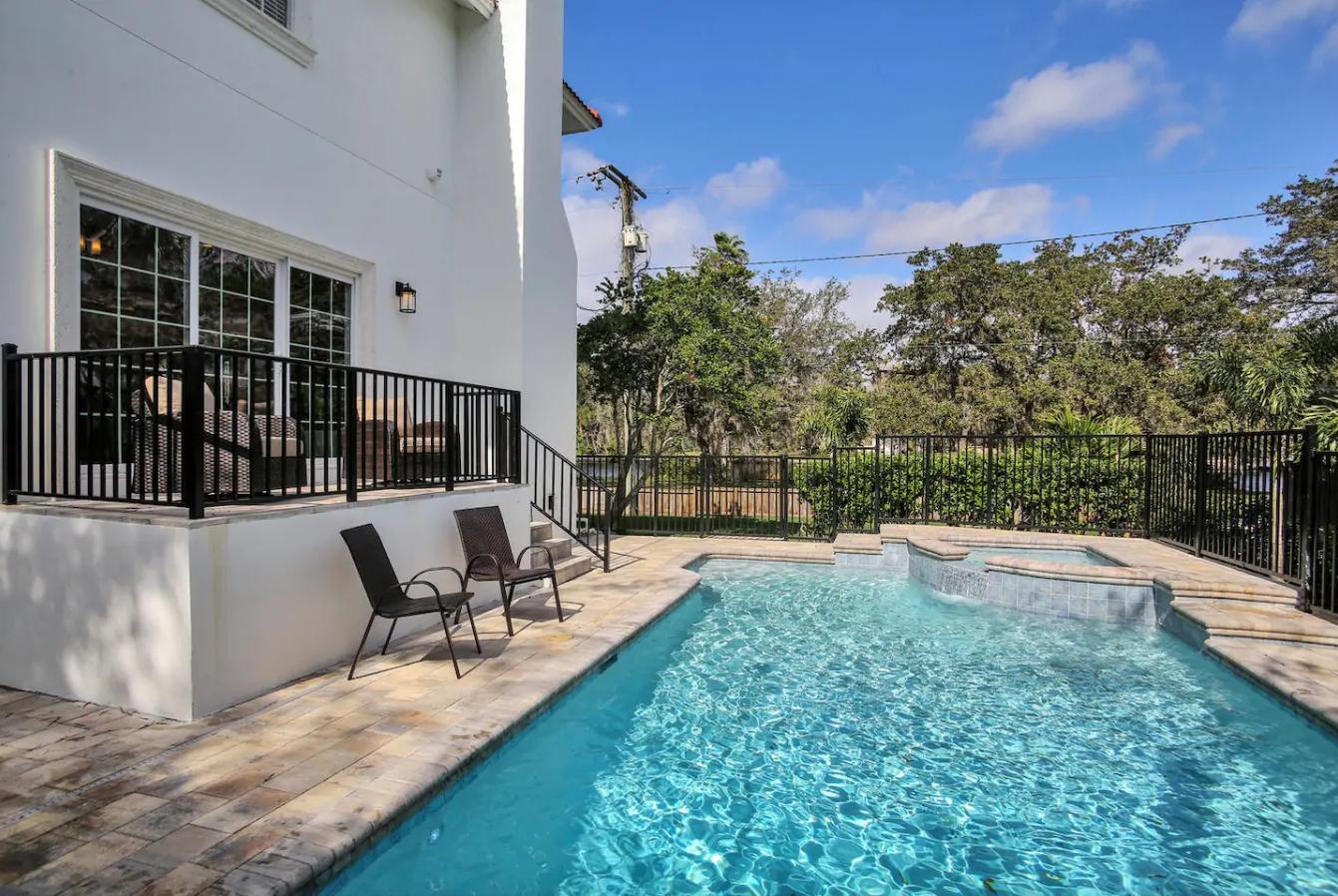 Tampa Riverfront White Mansion  - Sleeps 20