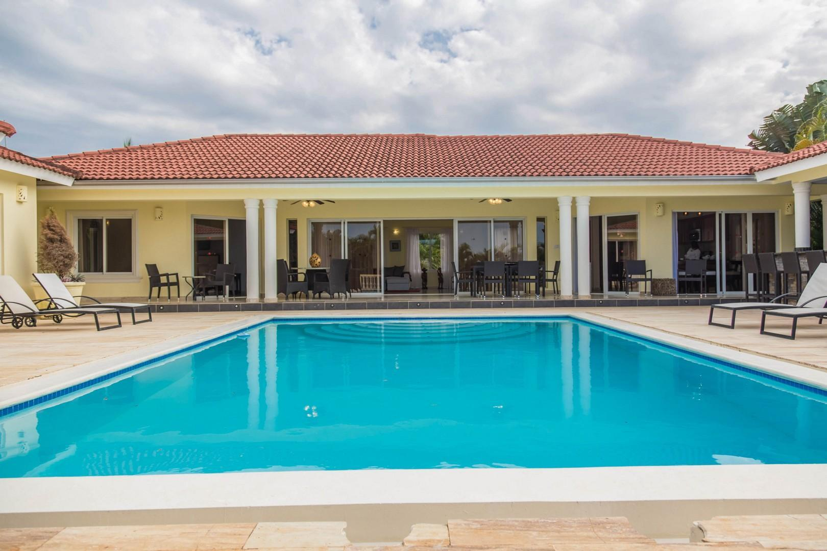 Private Villa! All bedrooms /w TVs and in livingroom