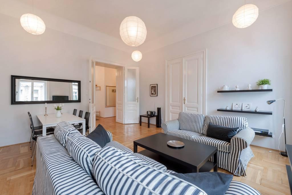 Black & white apt w/ 3 separate bedrooms in center