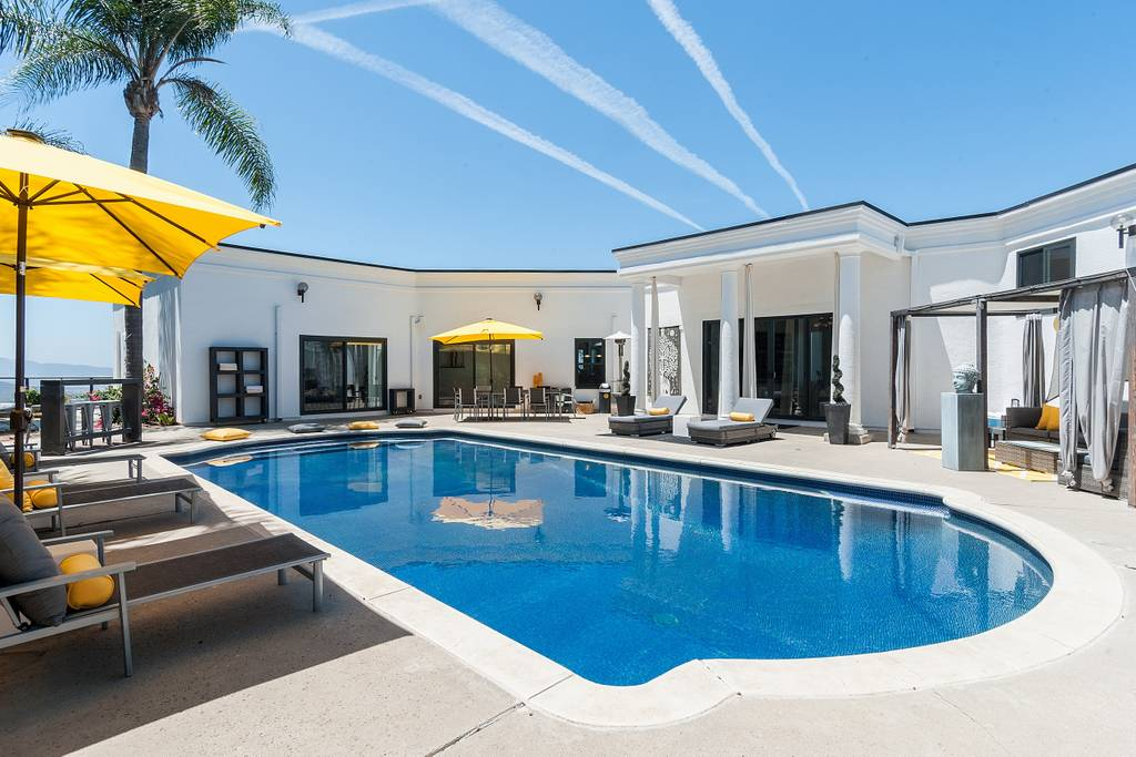 Resort Style 3BR Ocean Views, Pool, Spa & Sauna