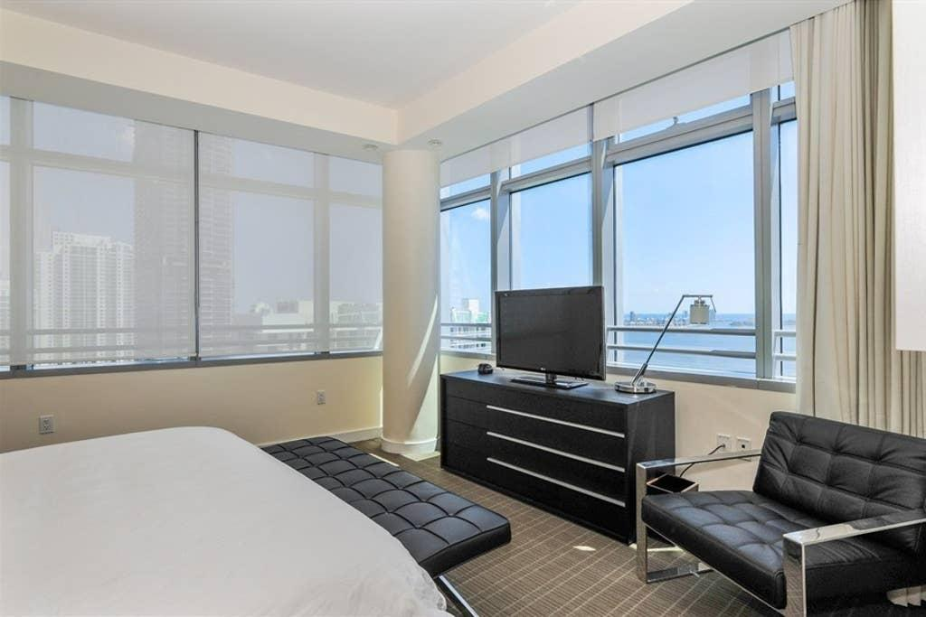 3213. ★ CONRAD 32ND FLOOR CONDO-RESIDENCES IN BRICKELL