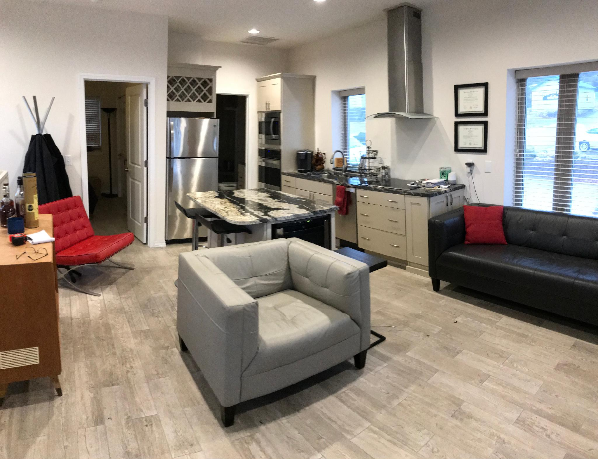 `Downtown Loft Near Branson Landing and Convention Center, WIFI, Roof Deck, Fireplace