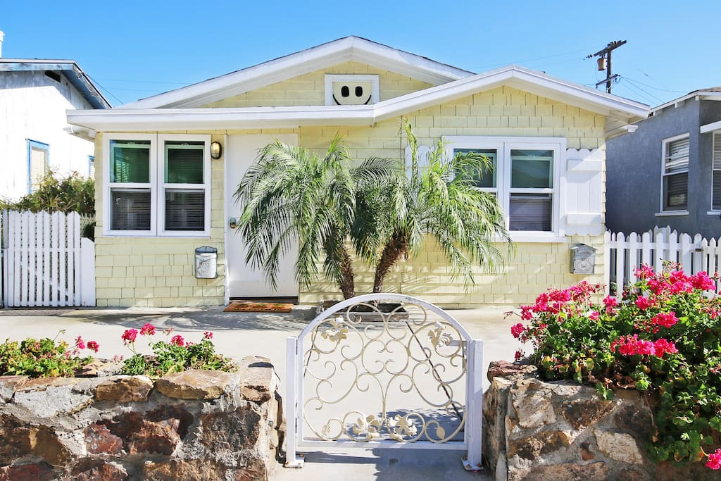 (817 & 819 Niantic) · The Ultra Tiki Beach Cottage, Ideal for 2 Couples