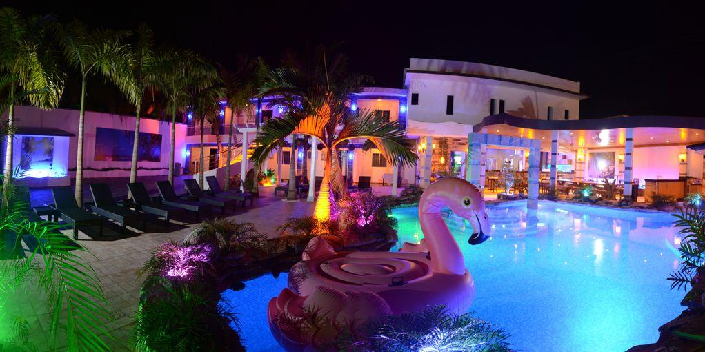 Luxury 14 Bedroom villa walking to Clubs/Beaches!