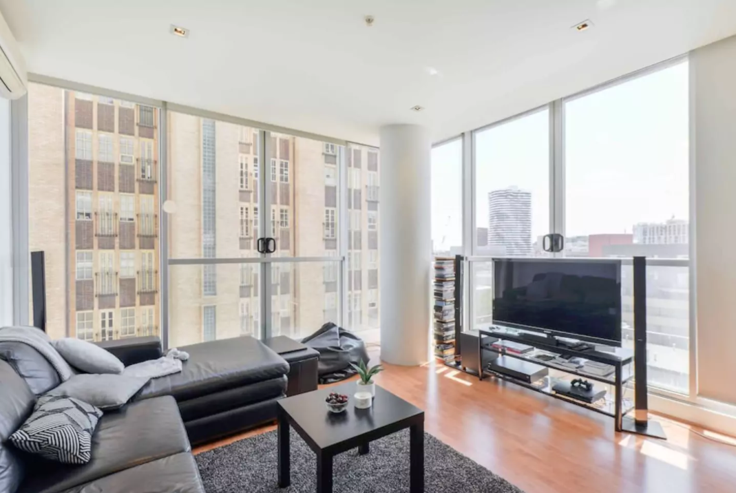 *CORNER VIEW* 2BR 2BTH Lux in Heart of Melbourne!