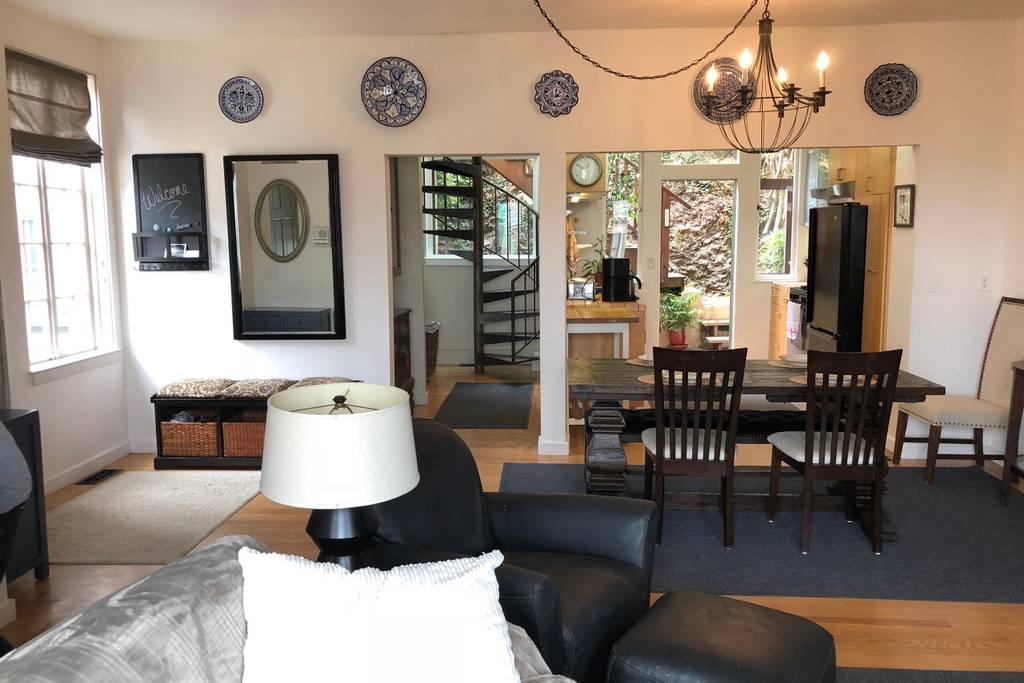 Spacious Multi-Level House w-Gorgeous Decks/Views