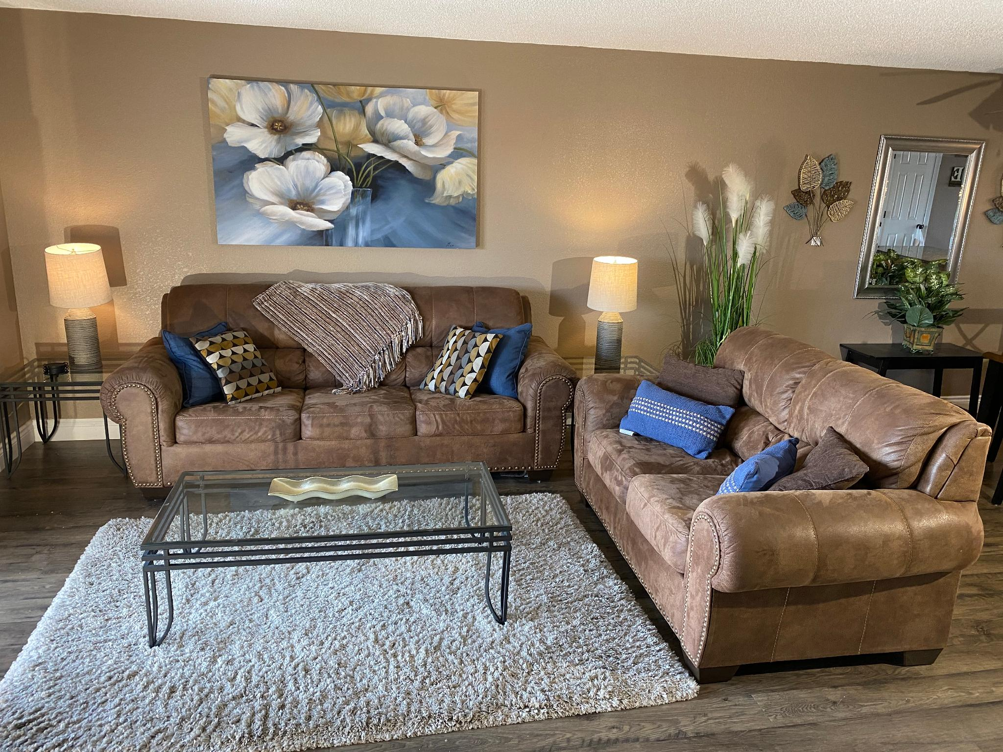 Updated 2 Bedroom , Walk In Condo, Central Location, 2 Pools , Hot Tub, WIFI:: Foothills E-14