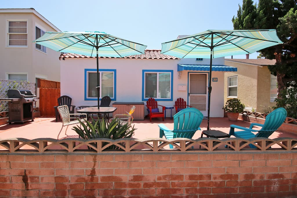 (3 bdrm Jamaica) · Mission Beach Cottage + In-Law Suite & A/C!