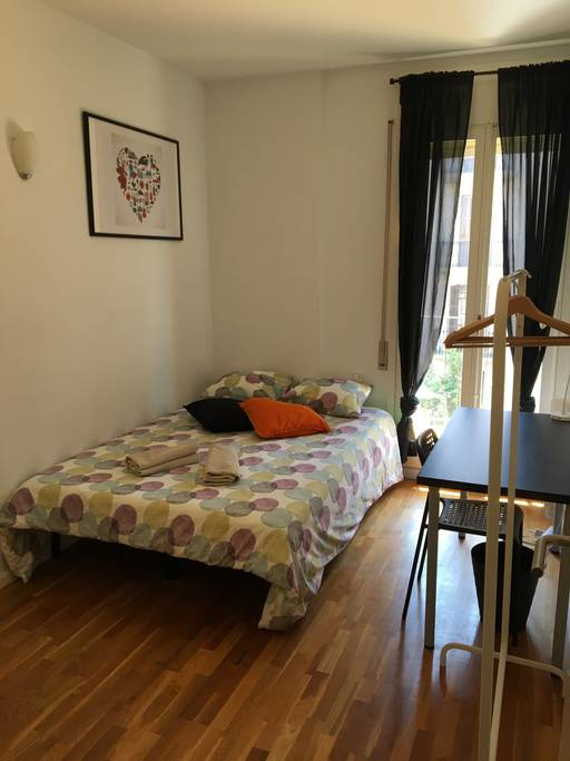 Big Double Room Near Arc de Triomf