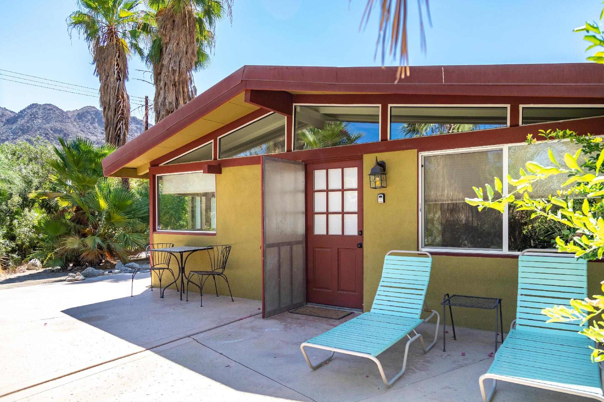 Mid-Century Oasis in the Cove - Casa Palma