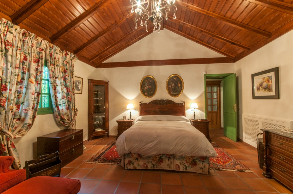 Large holiday cottage in San Mateo_149