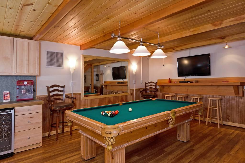 New 5 Bdrm Cabin w/ Game room, Sauna,  Hot Tub & WIFI!