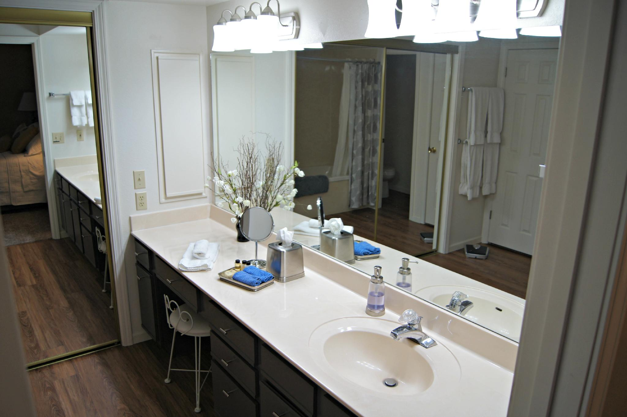 Newly Updated Condo, Spacious, and Near the Strip 2 Pools ( In/Out), Hot Tub,  (Foothills  A-22)