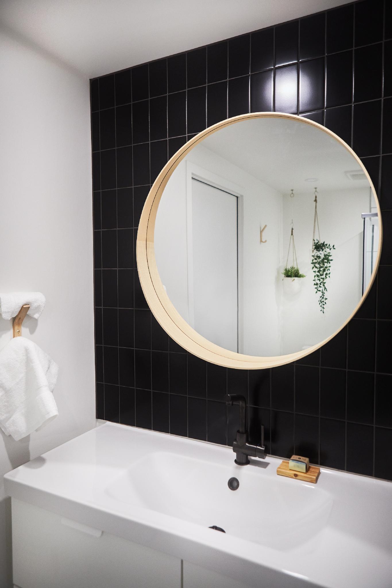 Salle de bain complète avec douche