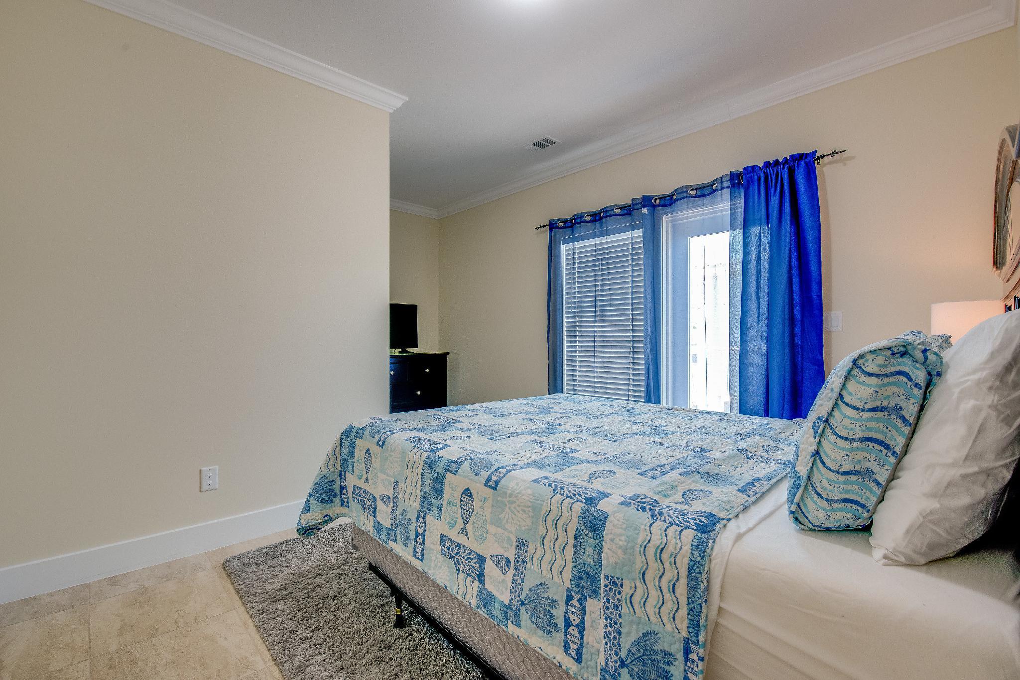 Bedroom 3 Queen With Door To Deck
