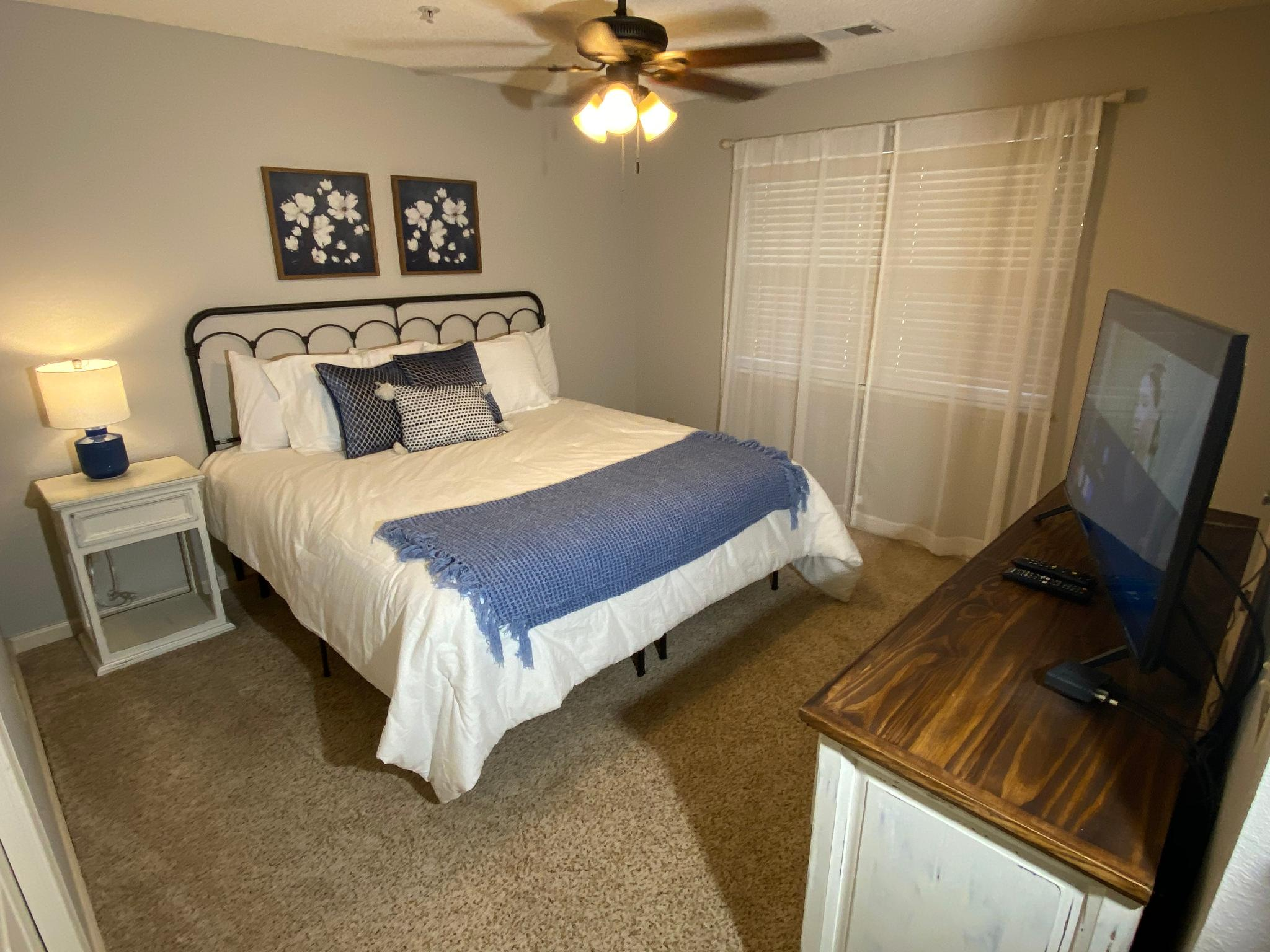 CAMS Condo, Newly Updated, 2 Pools,Hot Tub,  WIFI, Near The Strip (Foothills B-11)