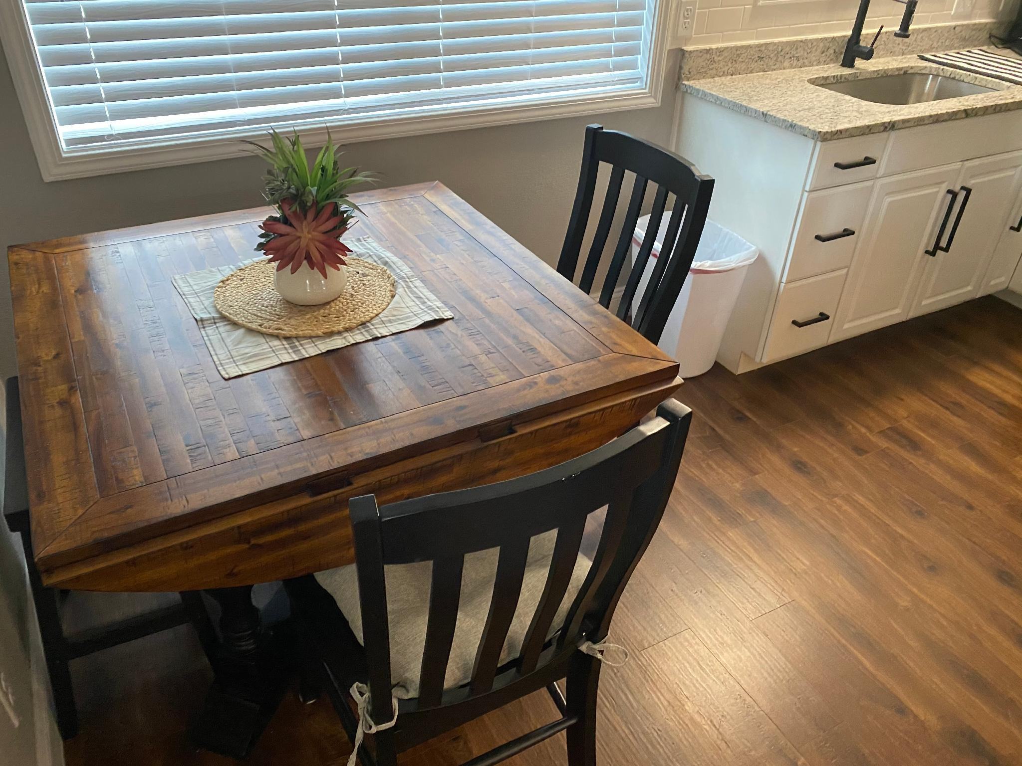 Little House On The Strip- New Furnishings, WIFI, 3 TV's : Colonial