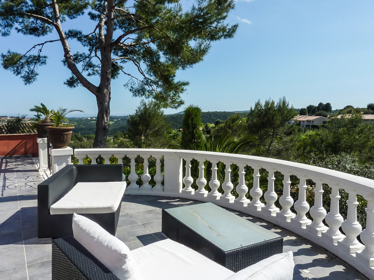 Grand, newly-built exclusive Cote d'Azur villa