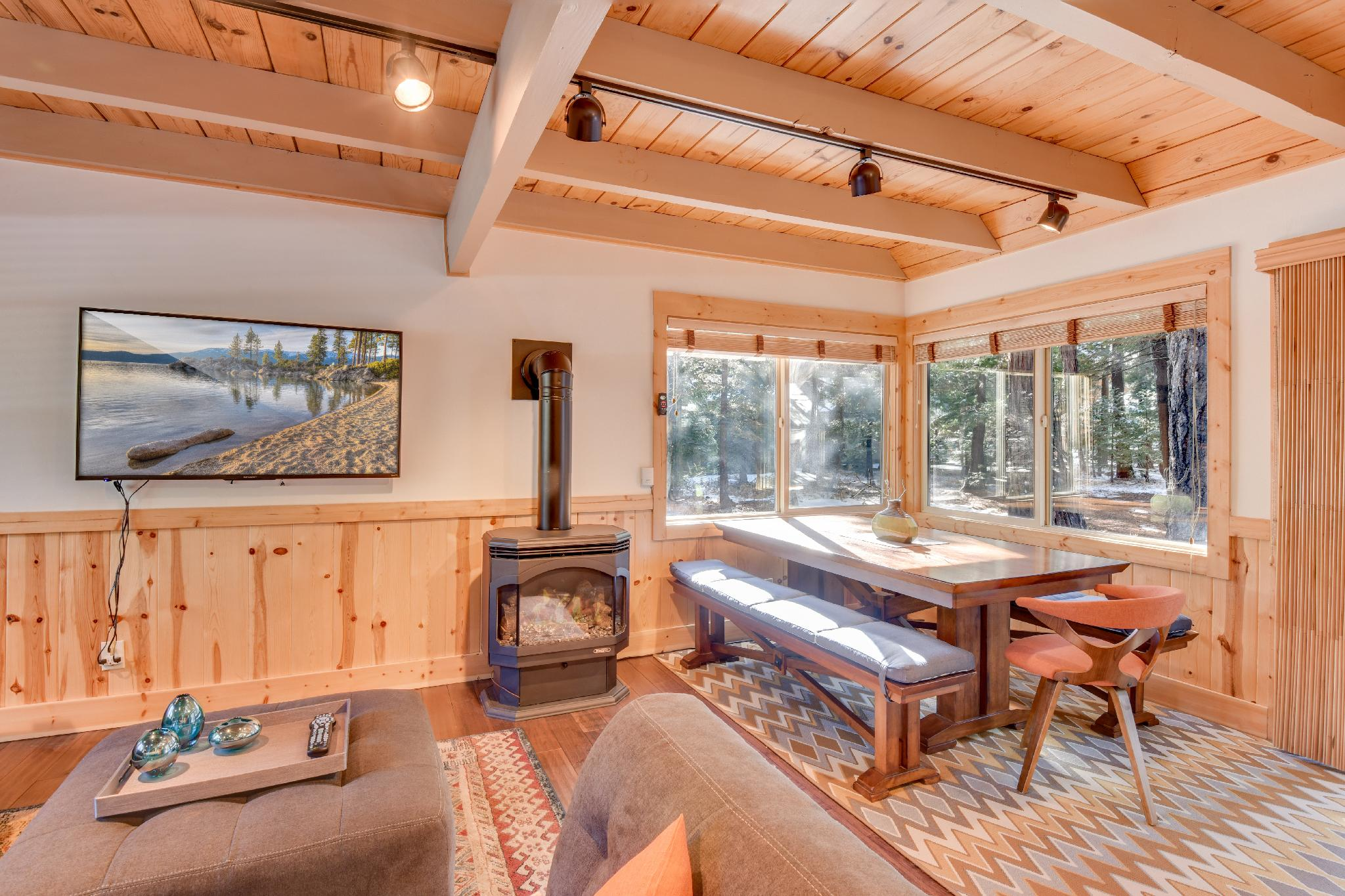 Stylish Tahoma Cabin with High End Hot Tub
