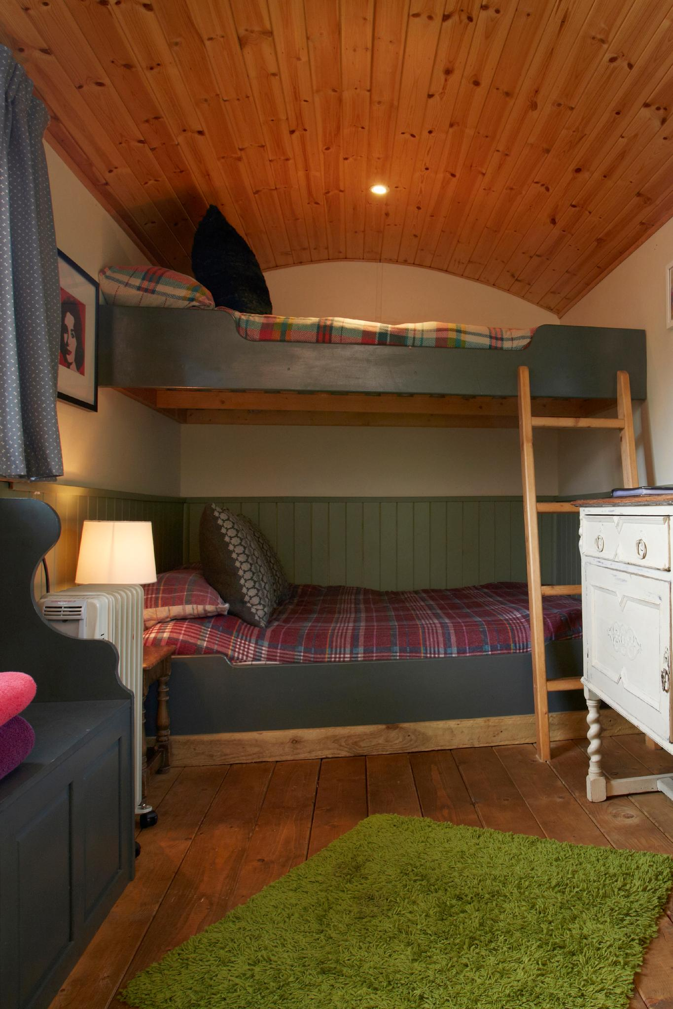 Blue Cabin romantic / family riverside  glamping york