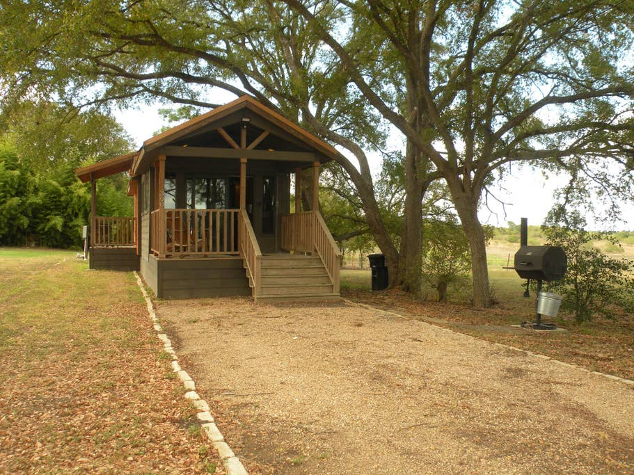 The Austin · Relaxing Cabin near the  San Marcos River!