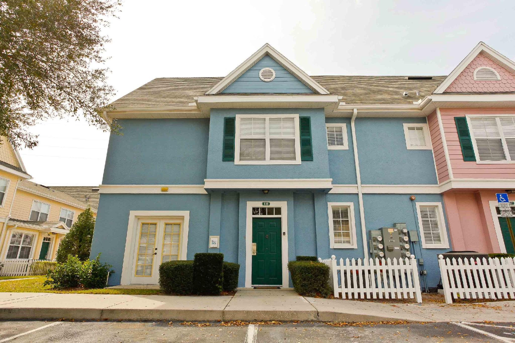 Perfect 4 BD house in gated community - 20 min from Dis