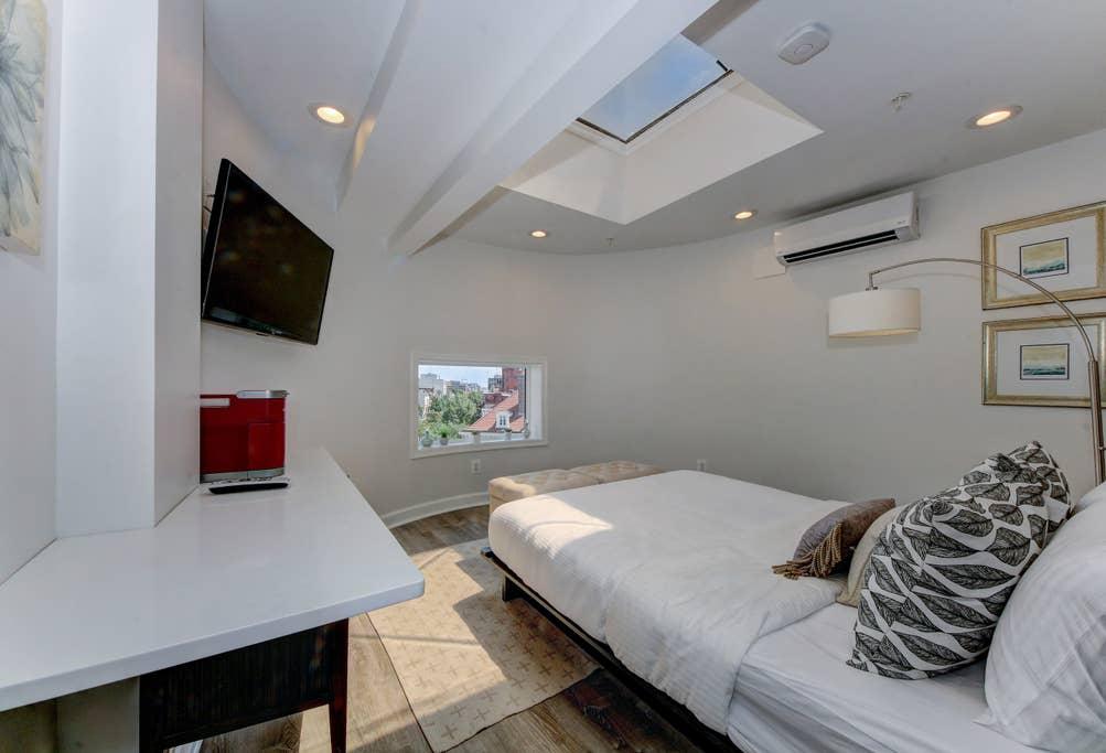 Studio 8 · DuPont Circle/Kalorama Luxury Apartment Studio 8