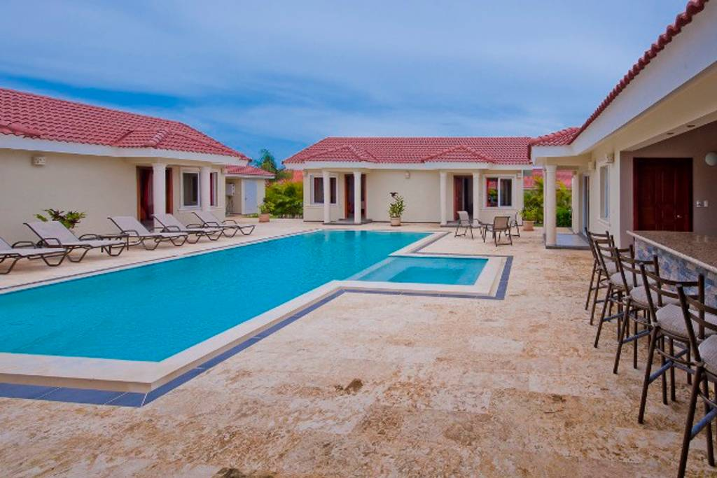 Privacy and comfort luxury 6 bedroom villa