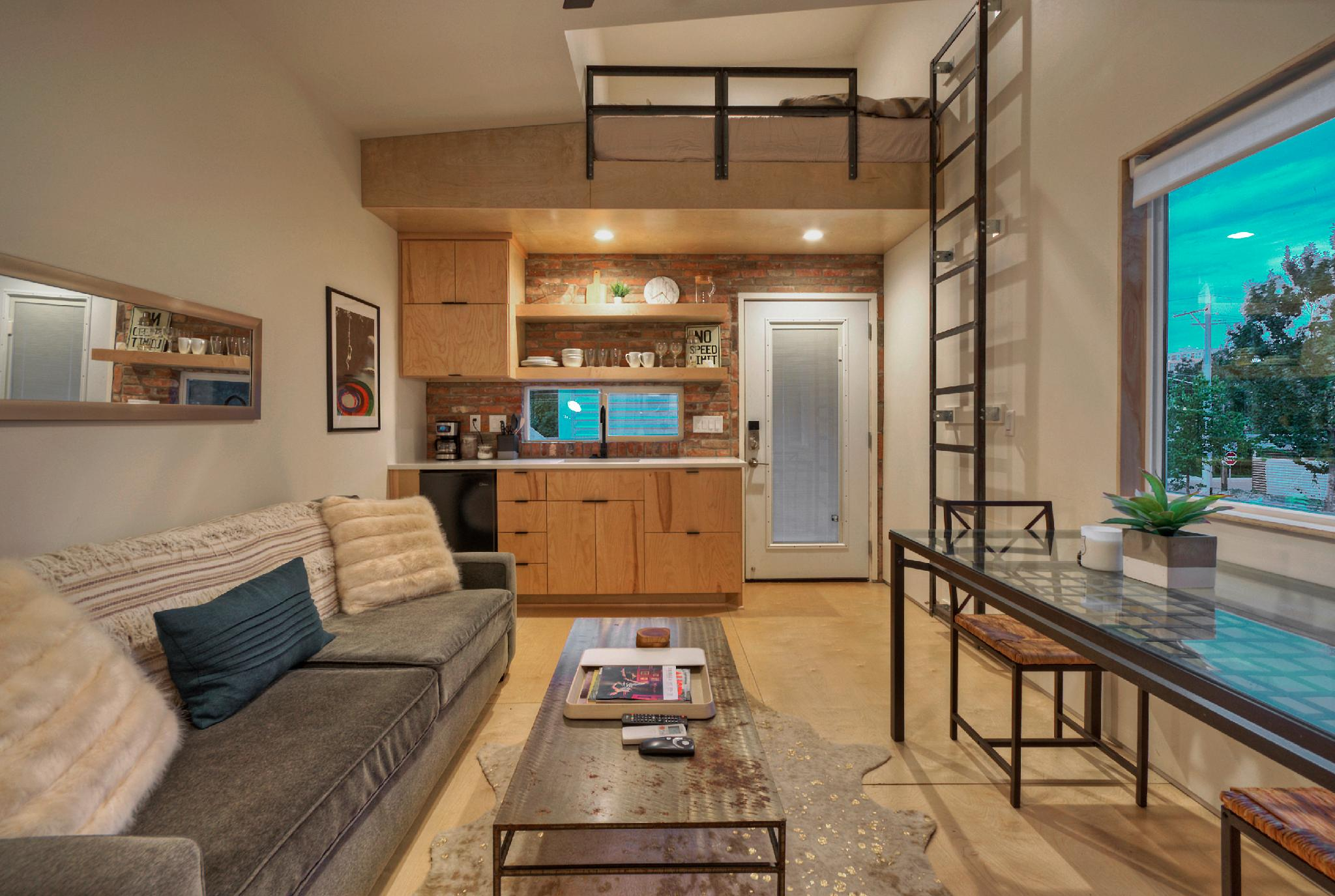 ★ Trendy East Austin Location, Downtown View ★