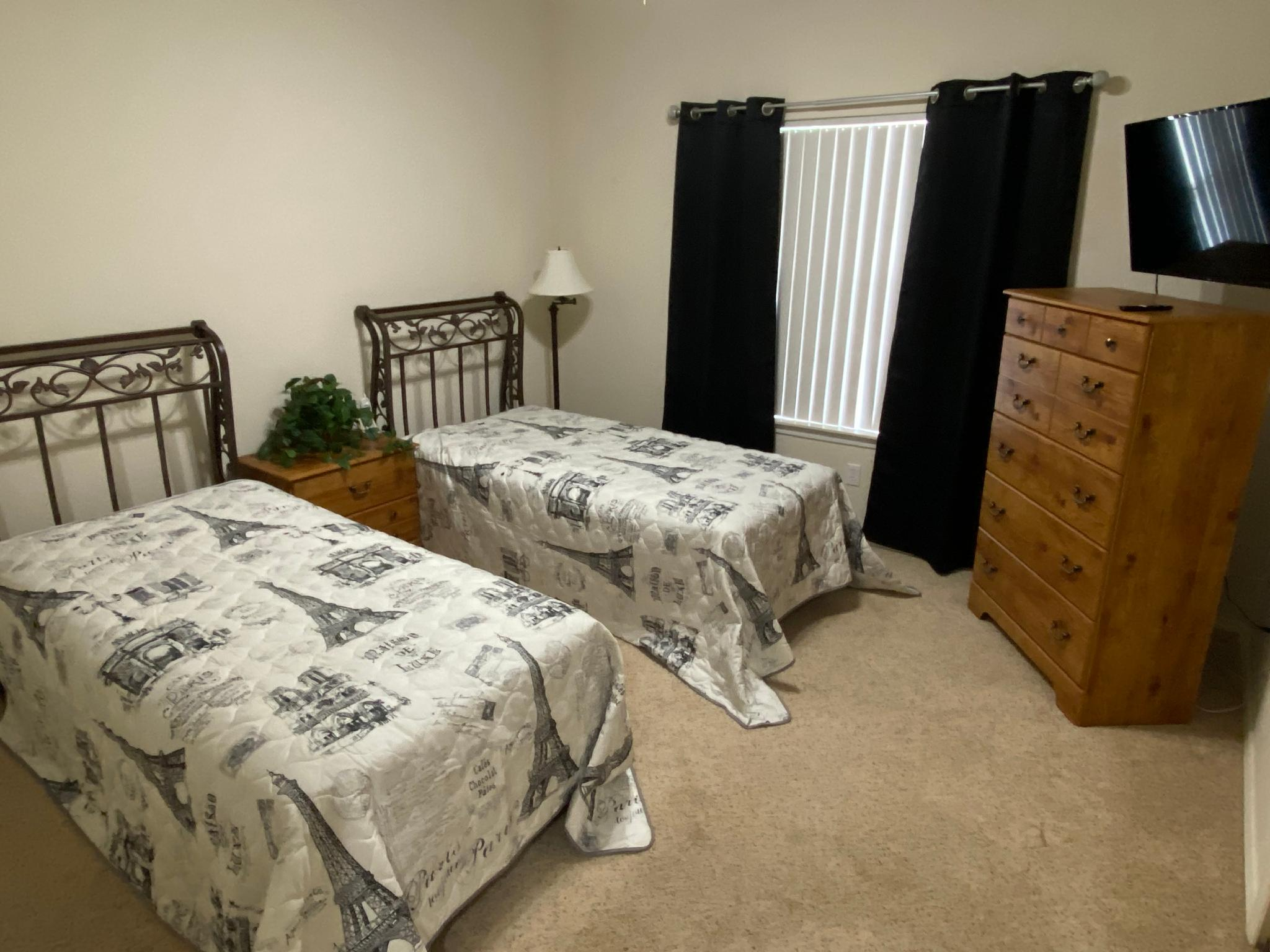 Golf Front Condo Near The Strip, Great View WIFI, Jetted Tub, Sunroom ( Fairways 6-5)