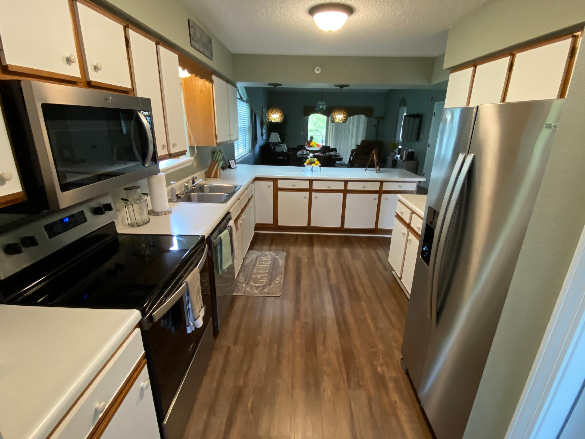 2 Bedroom Penthouse Condo, 2 Pools , WIFI, (Foothills F-17)