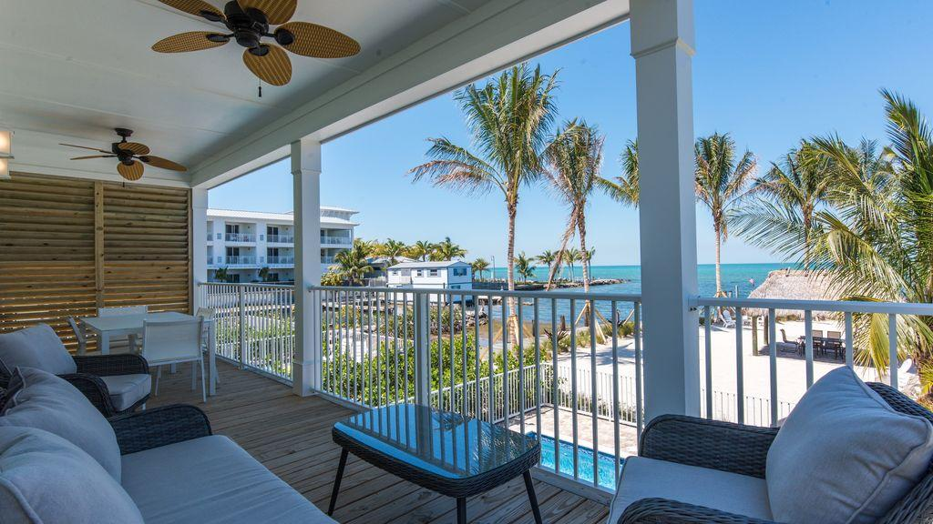 Relax On Your Gorgeous Deck Overlooking Beach And Gulf