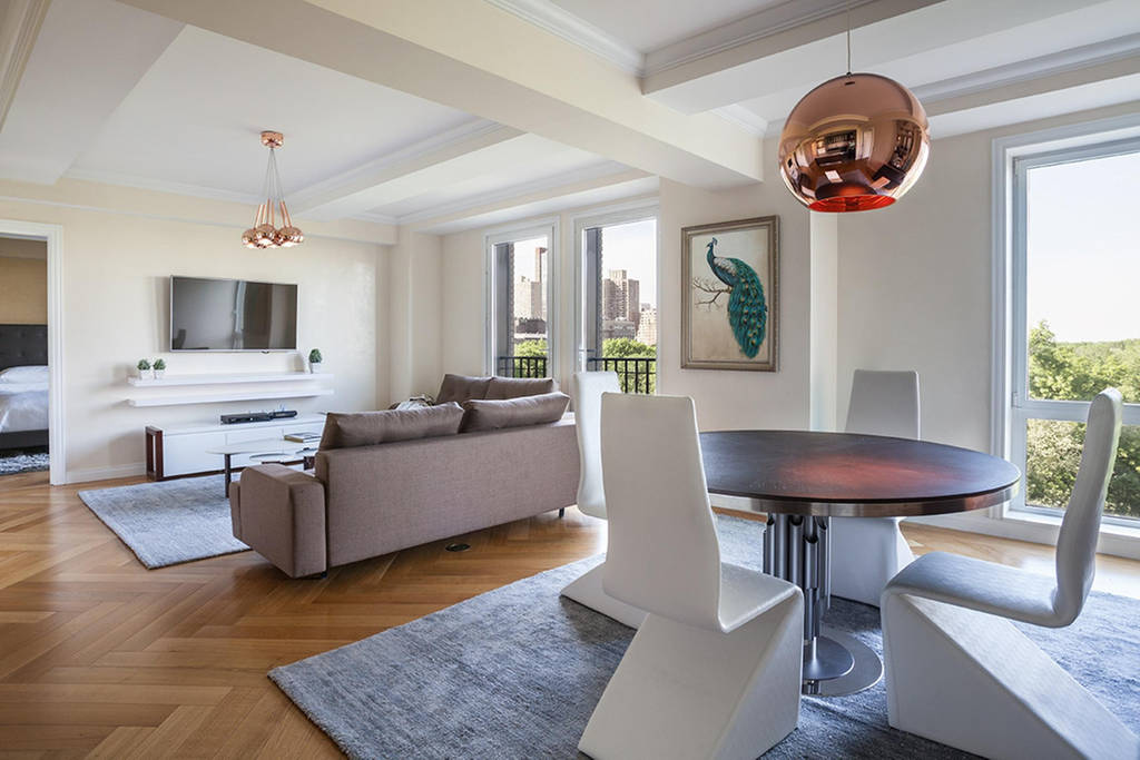 $6 Million 2BR Central Park View Hotel Amenities