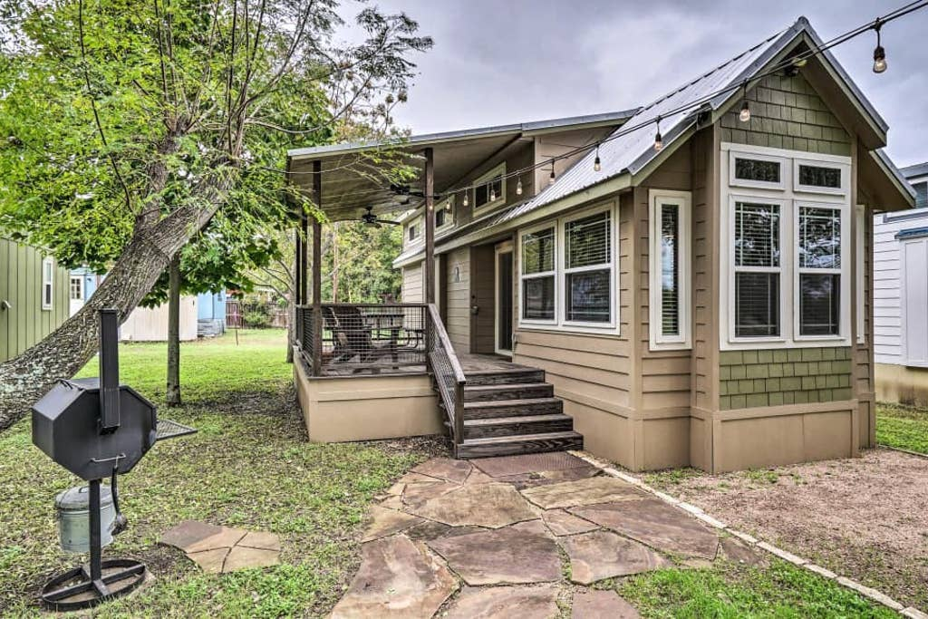 The River · Hip Cabin w/ Deck by San Marcos River!